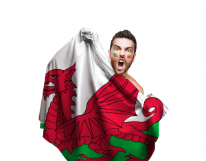 Bildquelle: Fan holding the flag of Wales on white background © filipefrazao / Fotolia.com